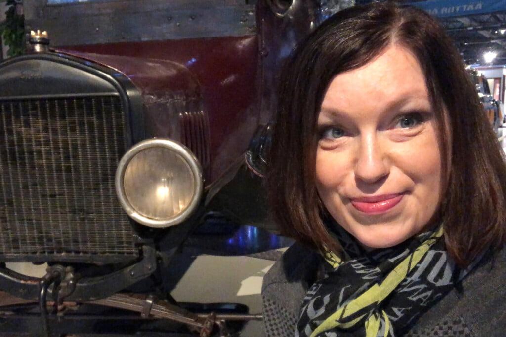 Kuvassa Väinö Linna seuran hallituksen puheenjohtaja Heidi Rytky
