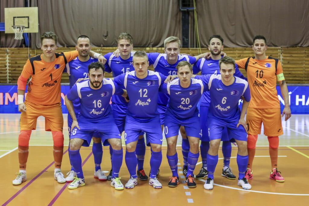 Akaa Futsalin joukkue poseeraa